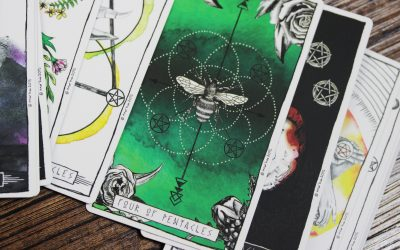 bee on green playing card